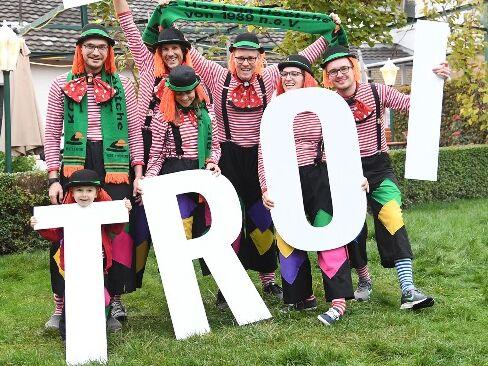Clowns mit Schriftzug Troi