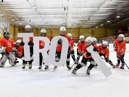 Eishockeyspieler mit Troi Schriftzug