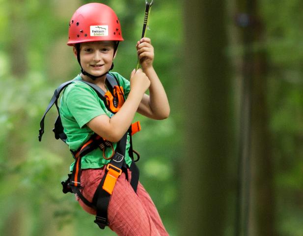 Kind im Kletterwald Spich