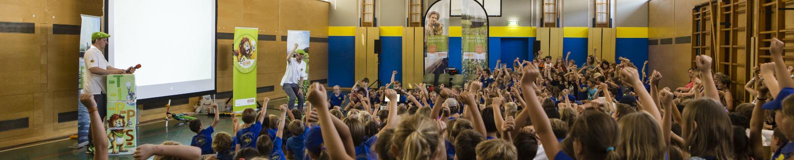 Schulklasse beim Energieunterricht