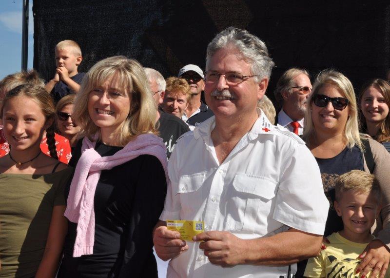 Geschäftsführerin Andrea Vogt und Kurt Wildemann bei der Förder.Ei-Aktion